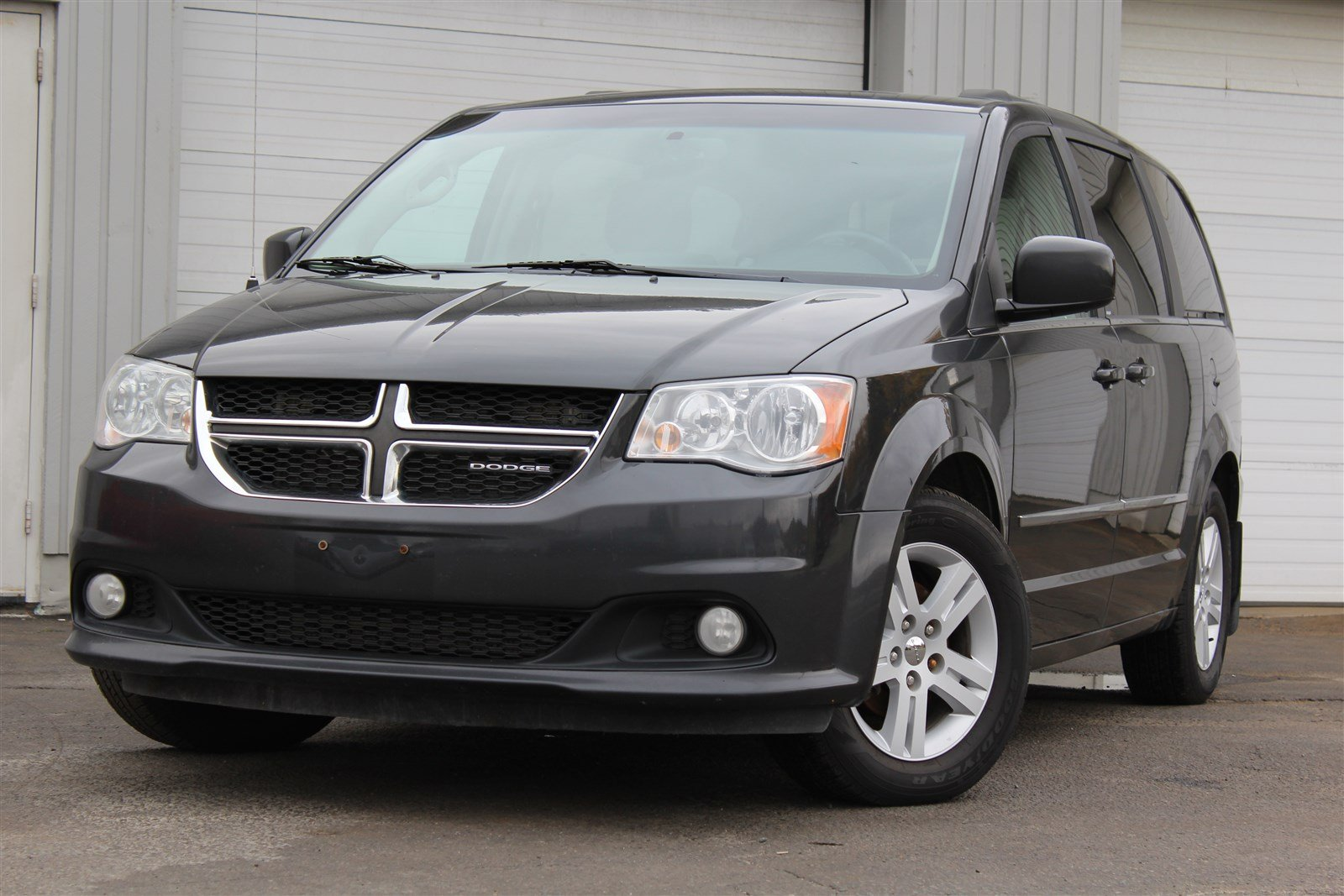 pre owned 2011 dodge grand caravan crew mini van passenger in sudbury 160107a laurentian. Black Bedroom Furniture Sets. Home Design Ideas